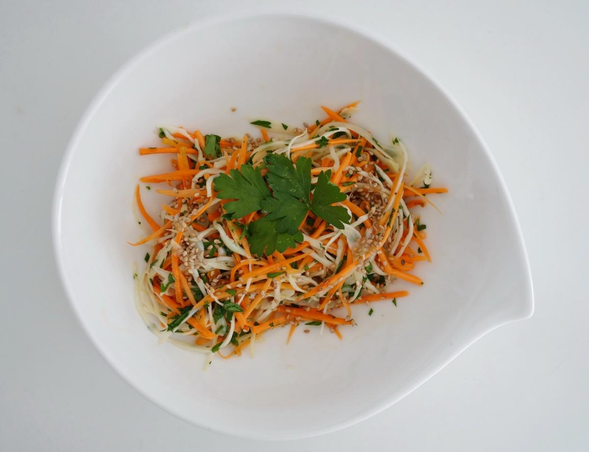 Karotten-Spitzkohl-Salat