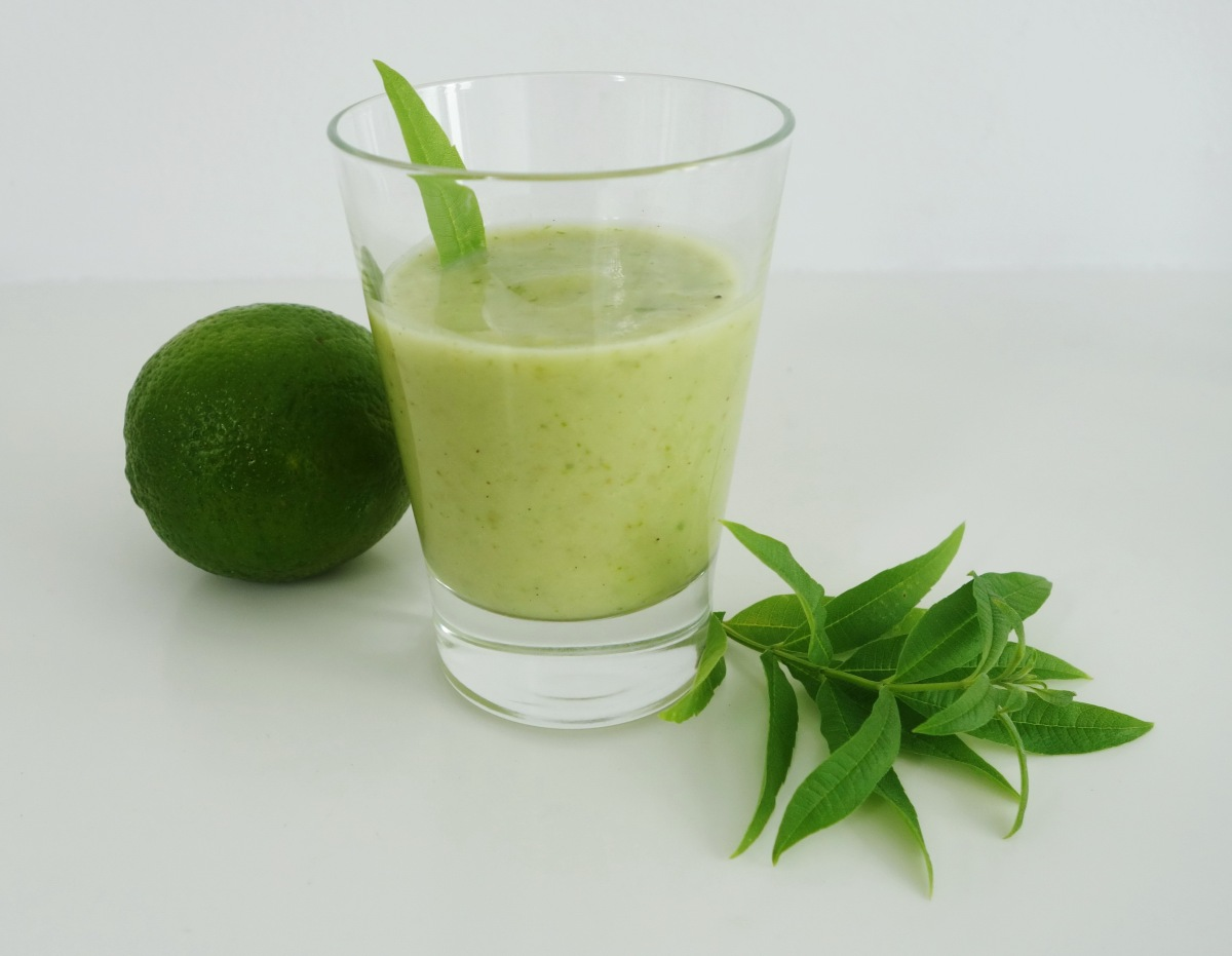 Smoothie Green Power – Avocado, Birne, Limette & Salat