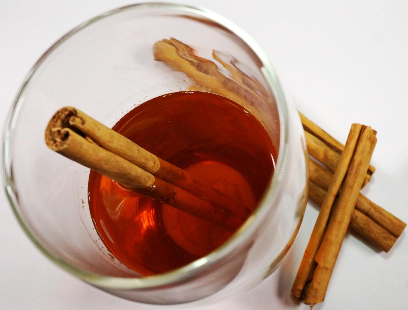 apfelsaft-mit-zimt-hot-apple-juice-with-cinnamon