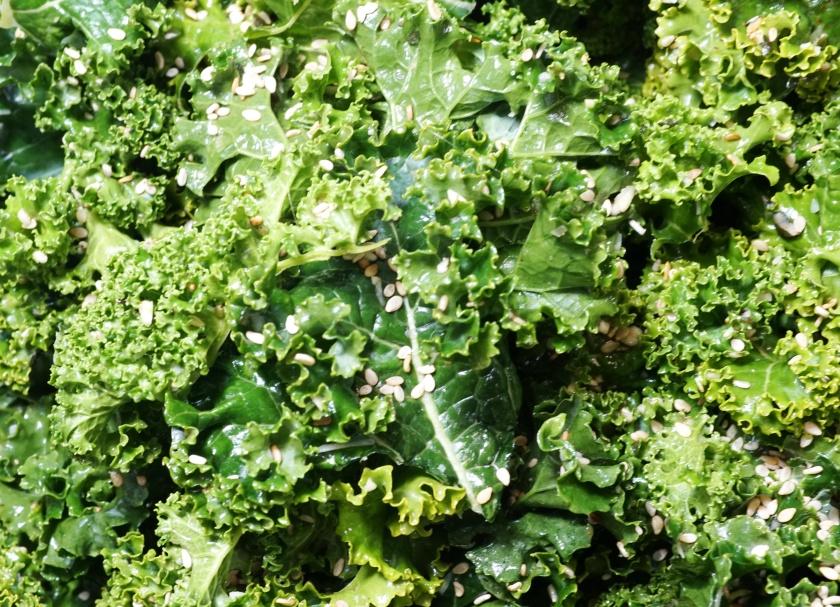 Gruenkohl Chips Sesam Kale Chips.jpg