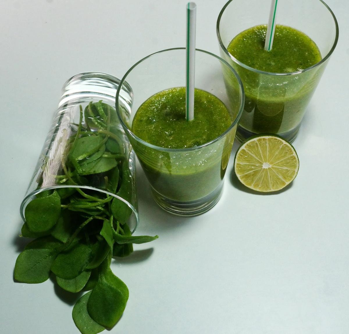 Refreshing Smoothie: Grüner Smoothie mit Postelein, Orange undApfel