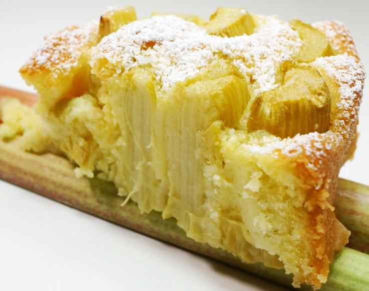 Rhabarberkuchen Ruehrkuchen mit Rhabarber DSC05646a