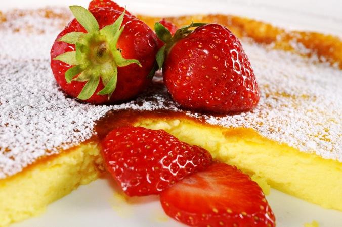 Sauerahmtarte mit Erdbeeren DSC05801a.JPG