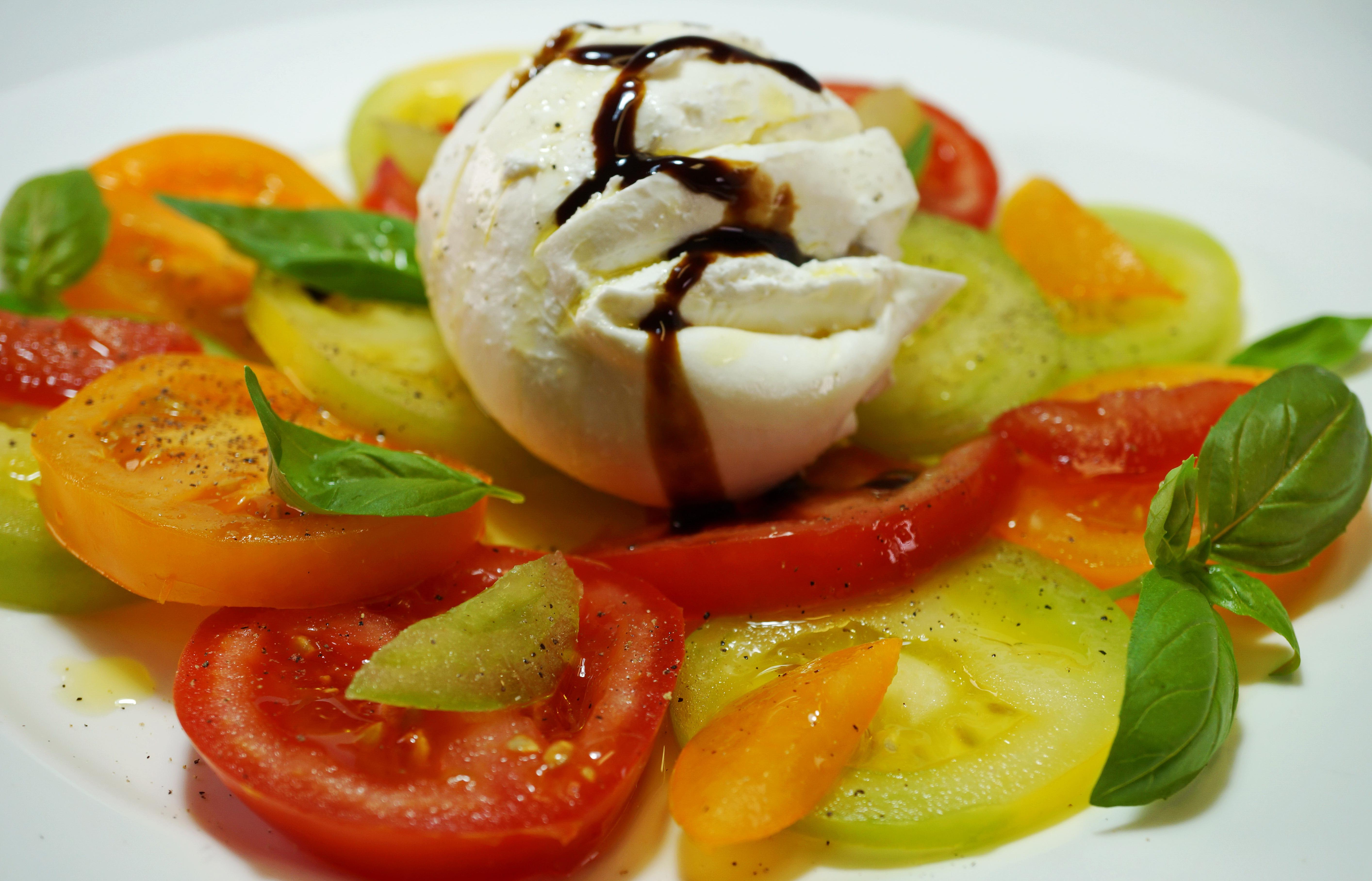 gruene Tomaten Caprese mit BurrataDSC05928a.JPG