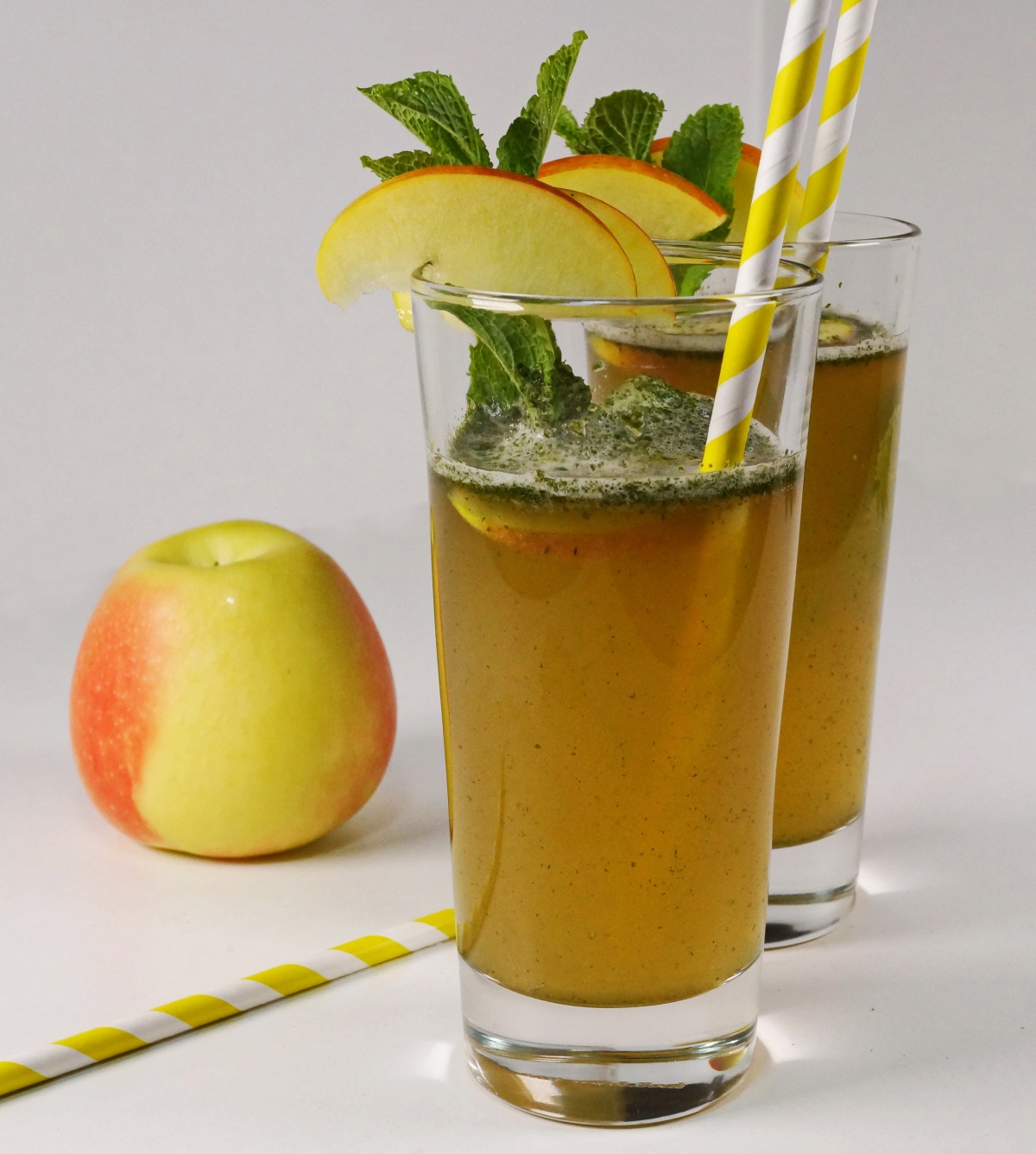 Apple Mint Cooler – Apfelsaft-Minze-Drink & Holunder