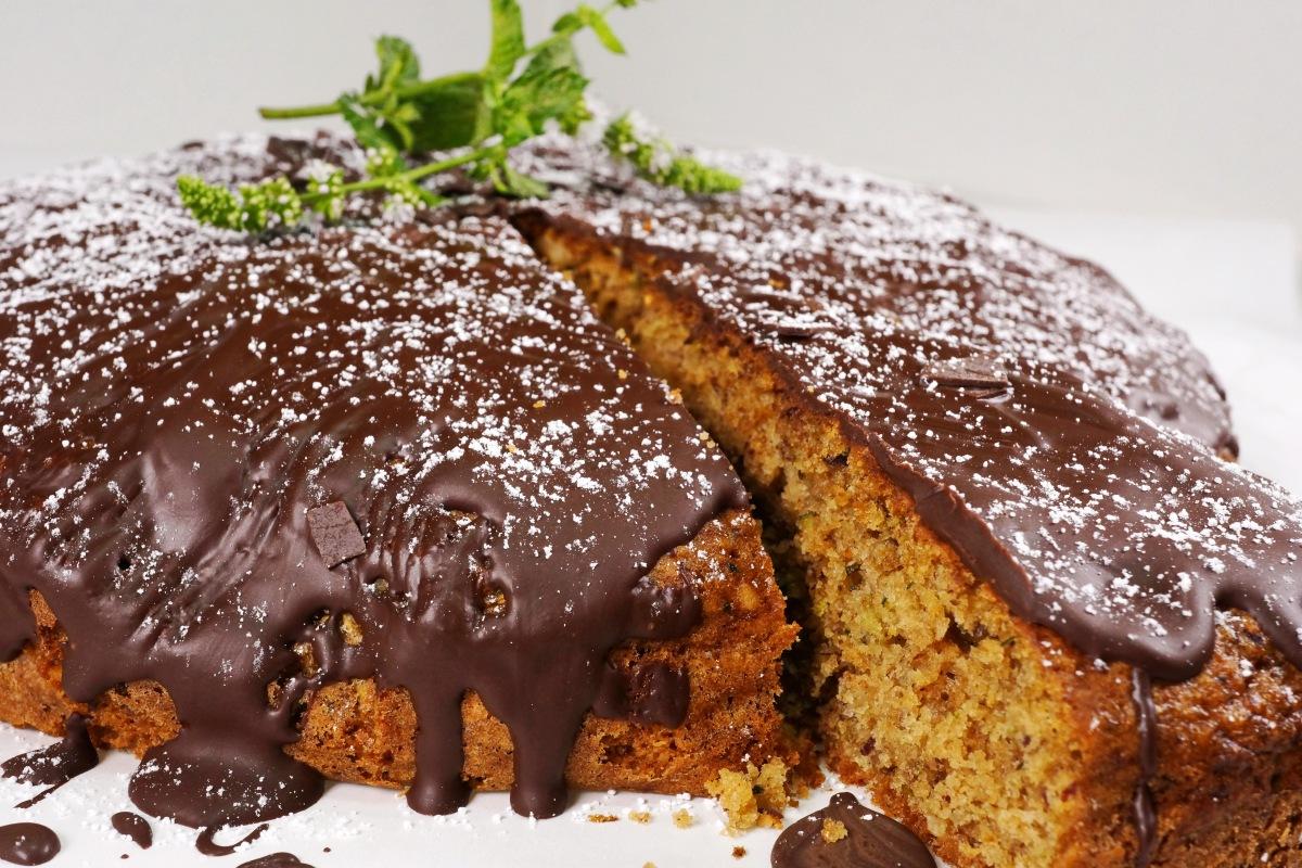 Schokoladiger Zucchini-Nusskuchen