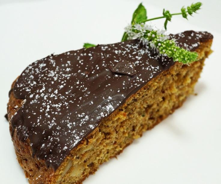 Schokoladiger Nusskuchen mit Zucchini DSC07078a.JPG