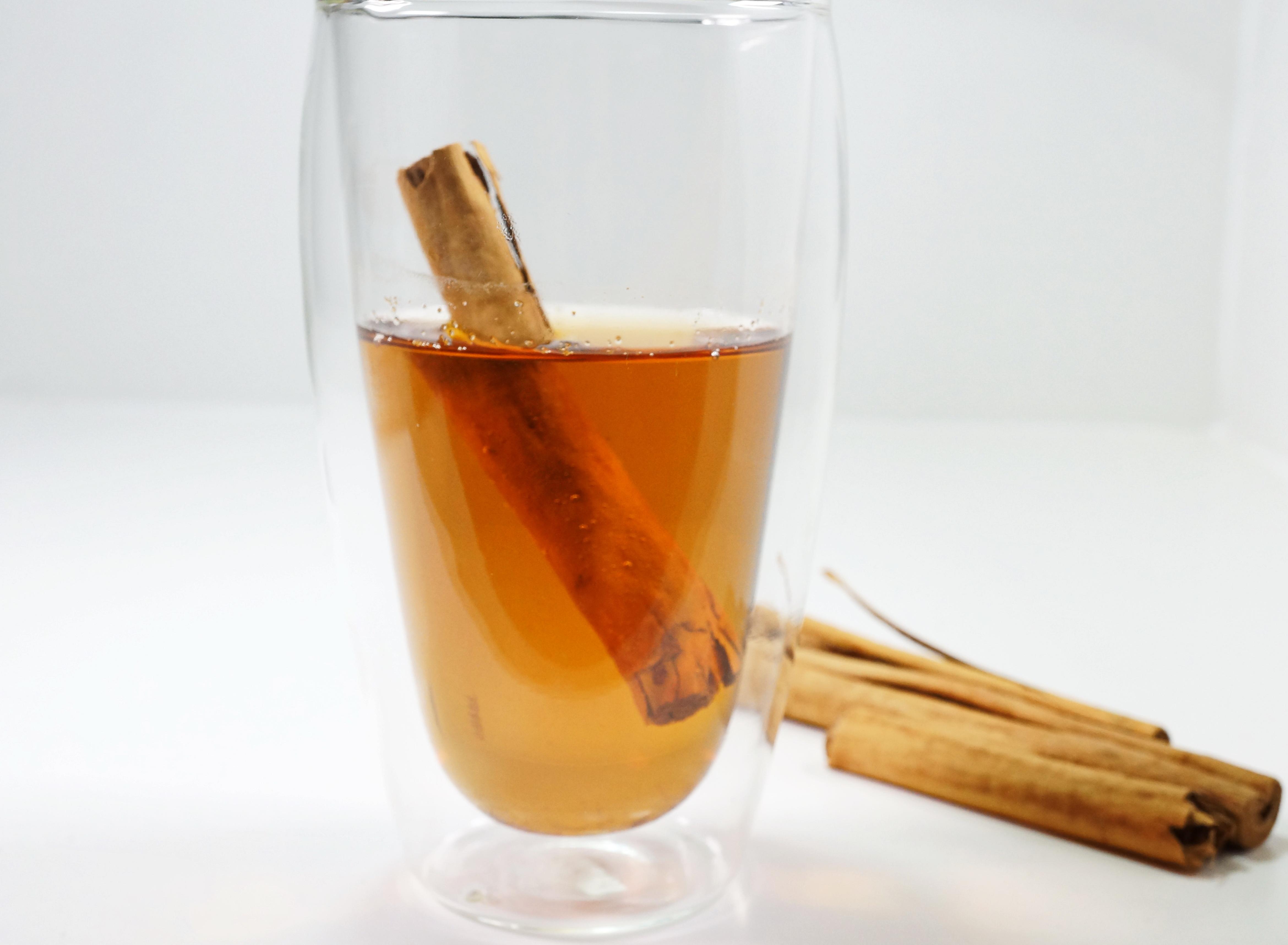 Apfelsaft mit Zimt_hot apple juice with cinnamon