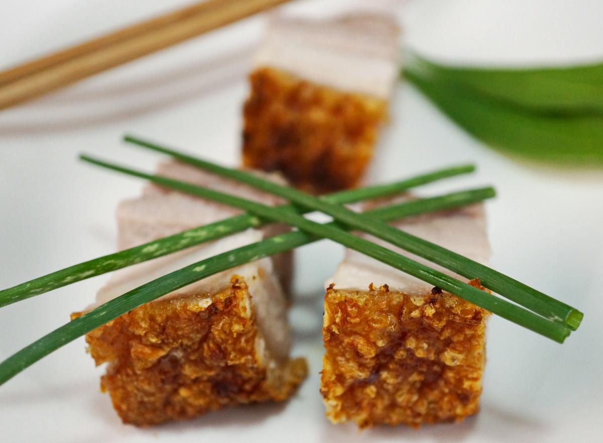 Knuspriger südchinesischer Schweinebauch * Siu Yuk – cantonese crackling & crispy porkbelly