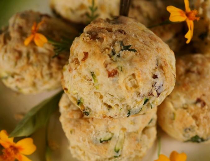 Scones herzhaft Cheddar Zucchini coconutcucumber.com DSC04517