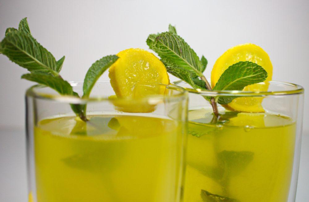 Ingwer-Kurkuma-Zitronentee mit Minze &Honig