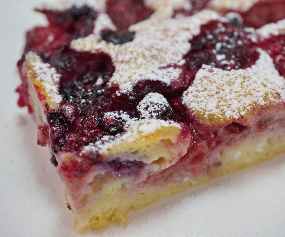 Ricotta Pancake mit Sommerbeeren und Himbeer-Püree